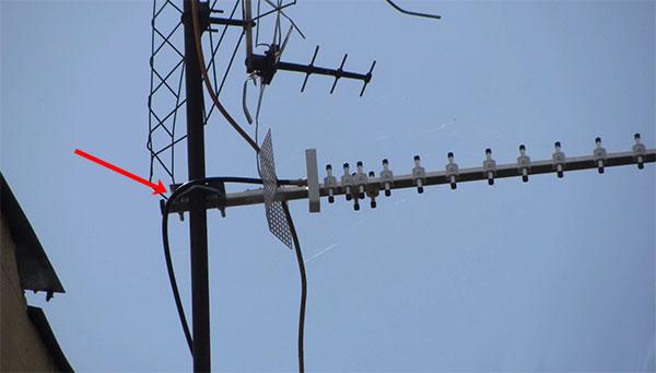 Крепление антенны к телевизионной мачте